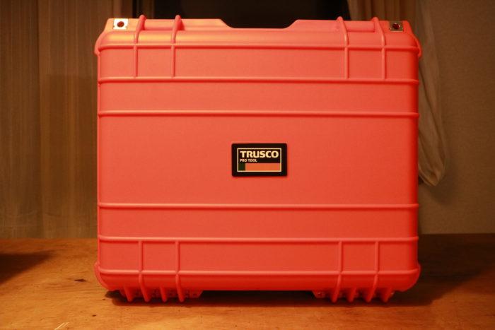 TRUSCOプロテクターツールケースのオレンジのLにWINGED WHEELランタンを収納