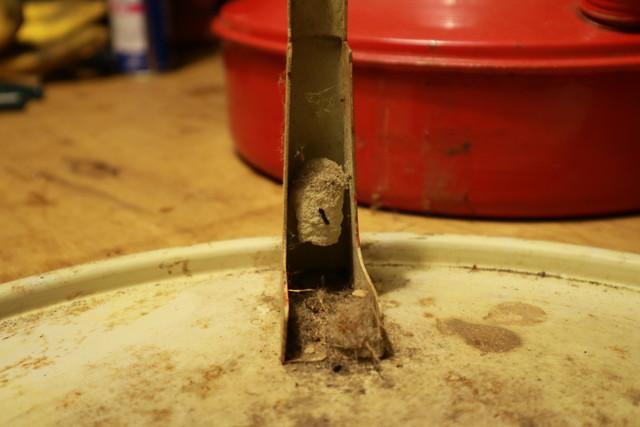 サンエム養蚕用石油ストーブのエース型と繭