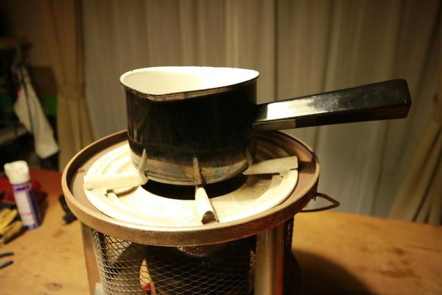 サンエム養蚕用石油ストーブのエース型の五徳とミルクパン