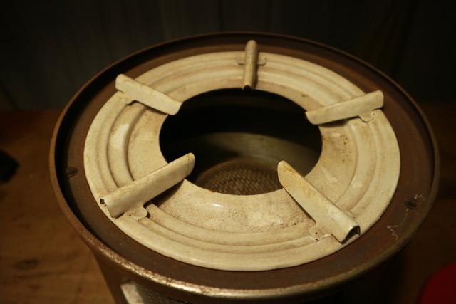 サンエム養蚕用石油ストーブのエース型の五徳