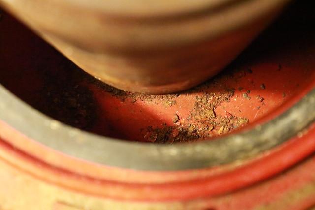 サンエム養蚕用石油ストーブのエース型のタンク内の錆