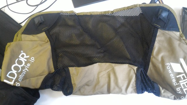 FIELDOOR製のポータブルコンパクトアウトドアチェアの座面