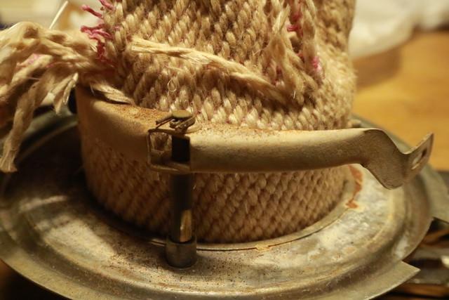 サンエム養蚕用石油ストーブの芯固定金具