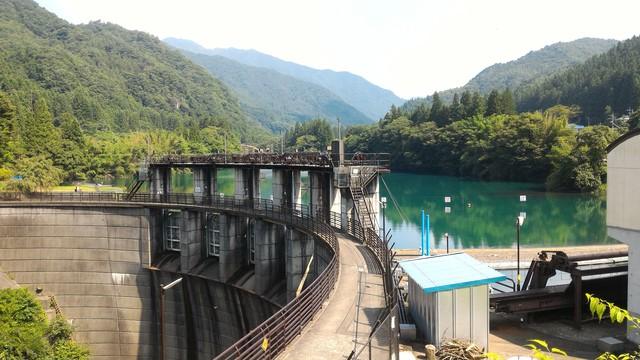 四万湖(中之条ダム)の外観