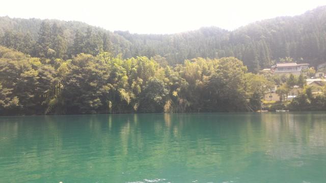 四万湖の湖面