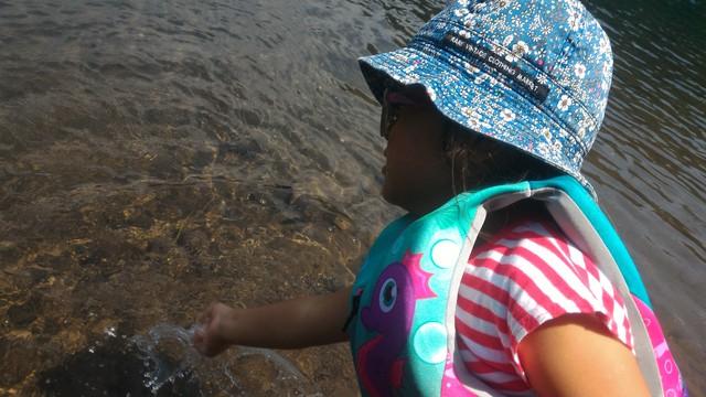 四万湖で水遊び