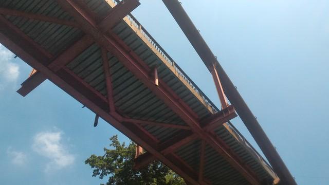 カヤックで四万湖散策で橋の下