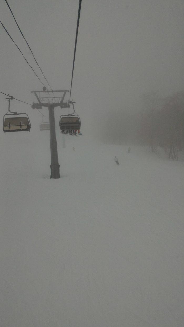 苗場スキー場で吹雪