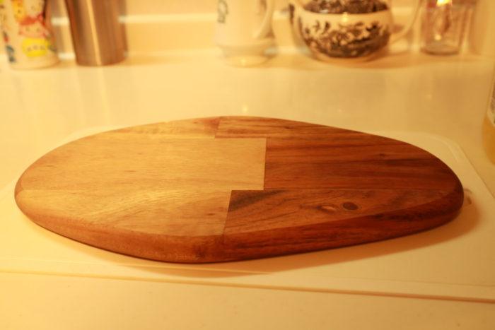 IKEAのまな板にWalnut Oilを塗る