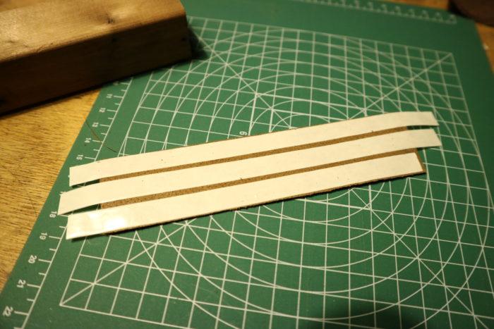 革砥の作成の革に両面テープを付ける