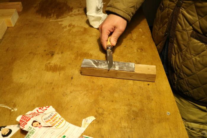 革砥にピカールでオピネルを研ぐ
