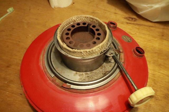 サンエム養蚕用石油ストーブの芯調整器とタンク