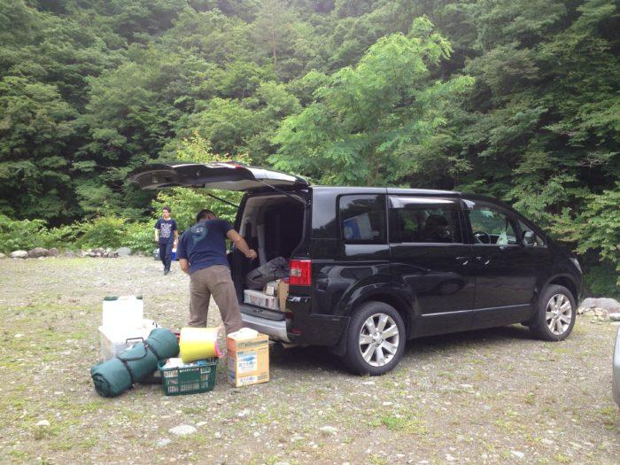 藤野キャンプ場サイレントリバーで設営開始