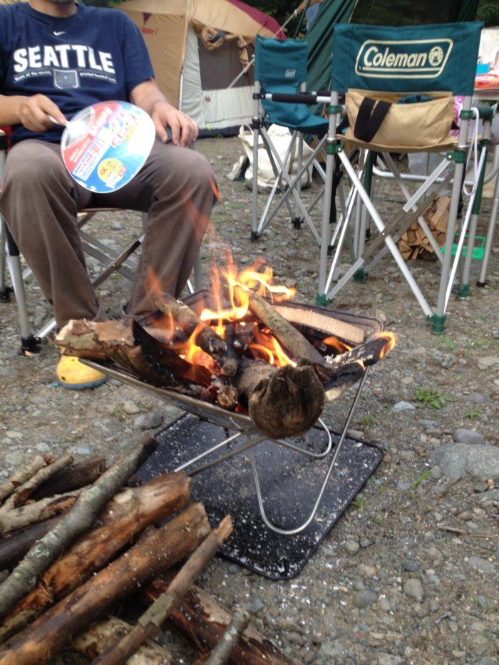 藤野キャンプ場サイレントリバーで焚き火