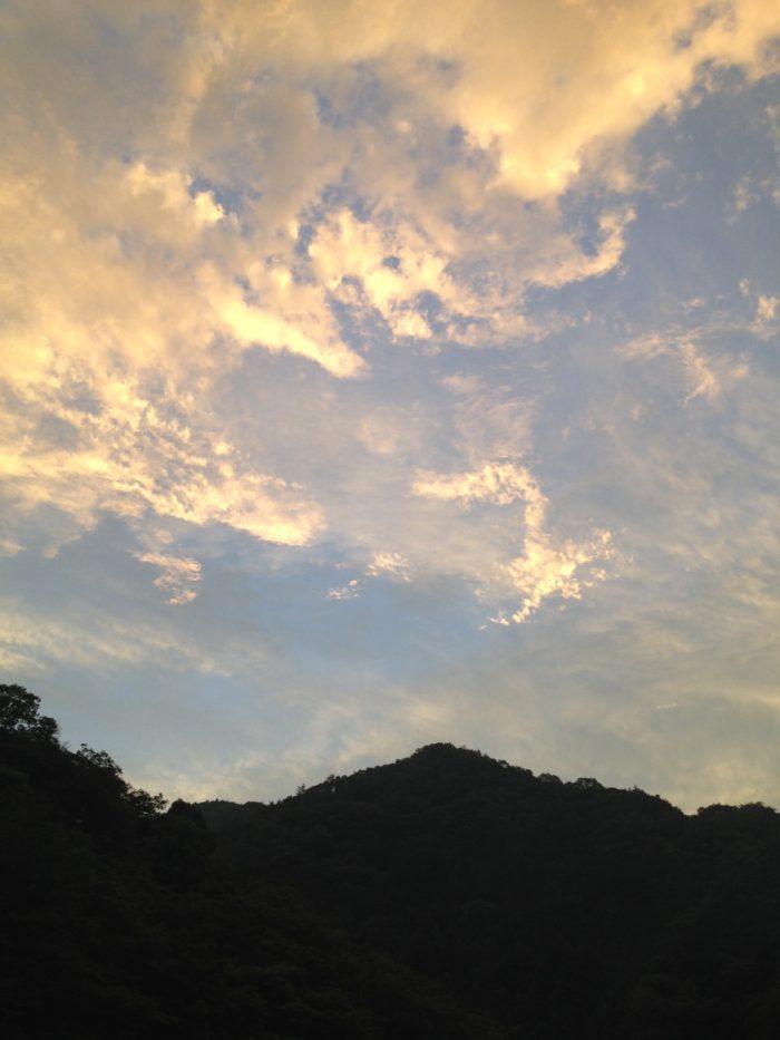 藤野キャンプ場サイレントリバーでキャンプの夕方