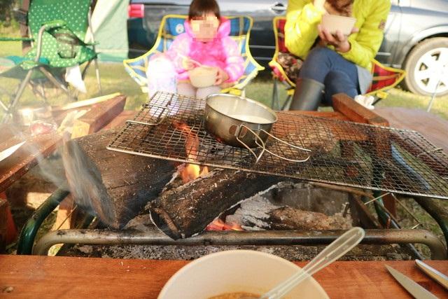 オートキャンプ那珂川ステーションで焚き火