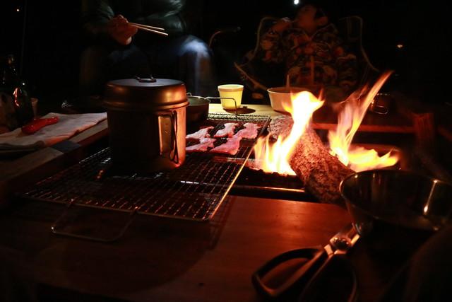オートキャンプ那珂川ステーションでの夜の焚き火