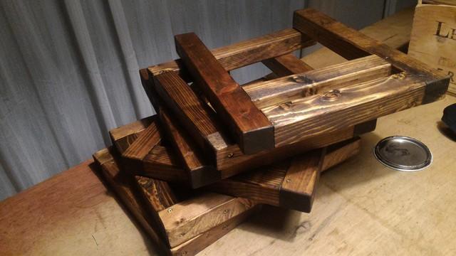 囲炉裏テーブルの足をBRIWAXのJACOBEANで塗る
