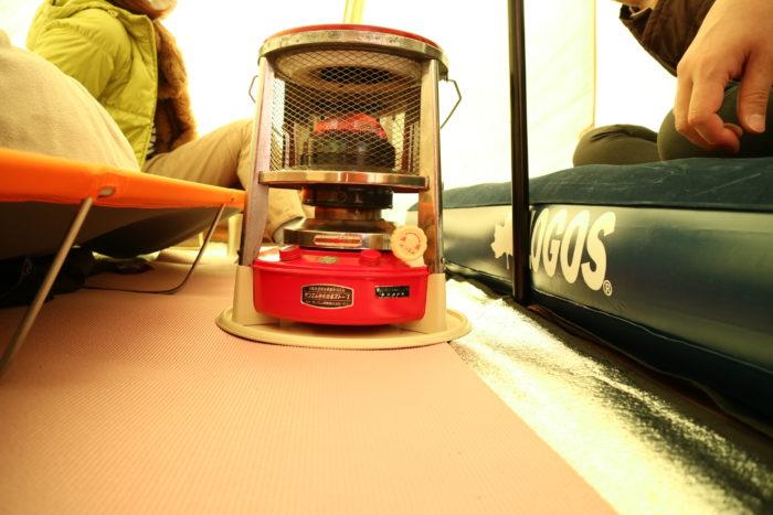 ノースイーグルのコットンワンポール300にLOGOSのエアーベットとサンエムストーブとドッペルのコットを入れてみる