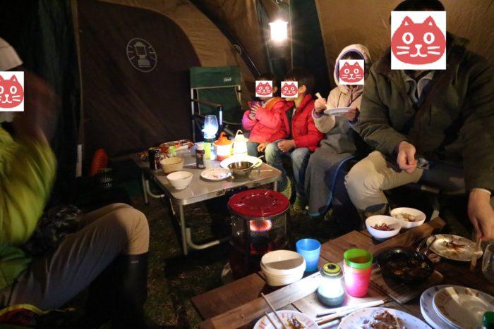 森のまきばオートキャンプ場でのキャンプの夕食風景