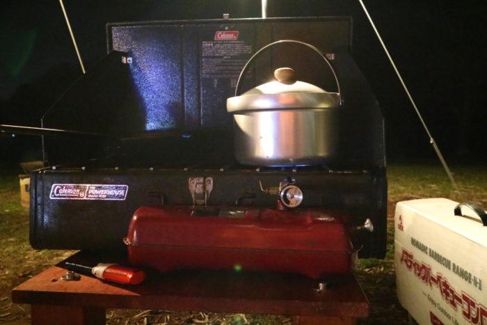 colemanのツーバーナー413Hで米を炊く