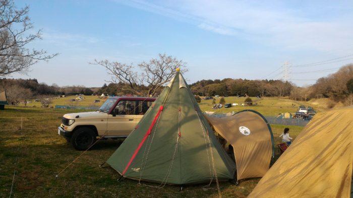 森のまきばオートキャンプ場でキャンプ、テント設営