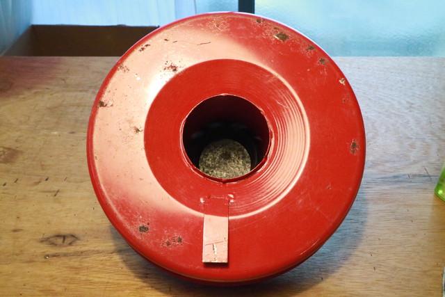 サンエム養蚕ストーブの燃料タンクを掃除