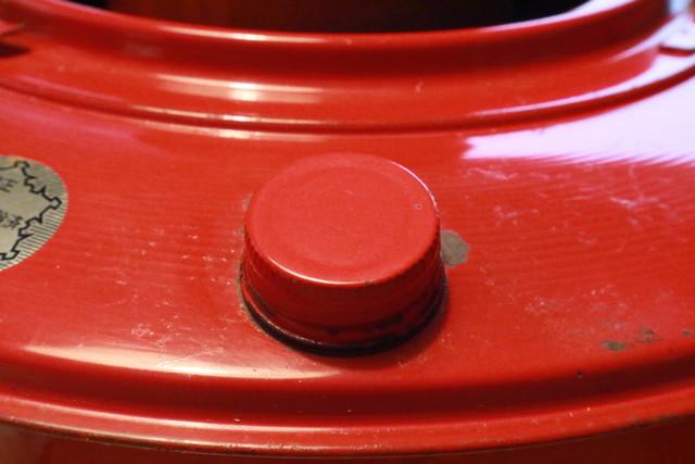 サンエム養蚕ストーブの燃料タンクのキャップ