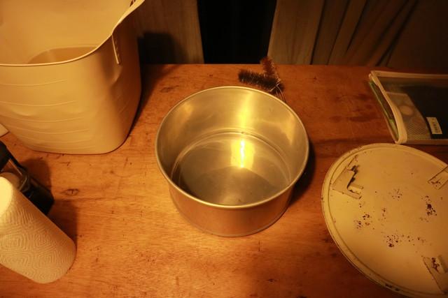 サンエム養蚕ストーブの燃料漏れチェックに使った容器