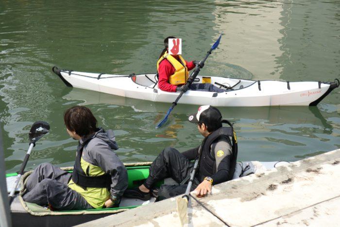 東京運河のスカイツリー航路でカヤックをする。