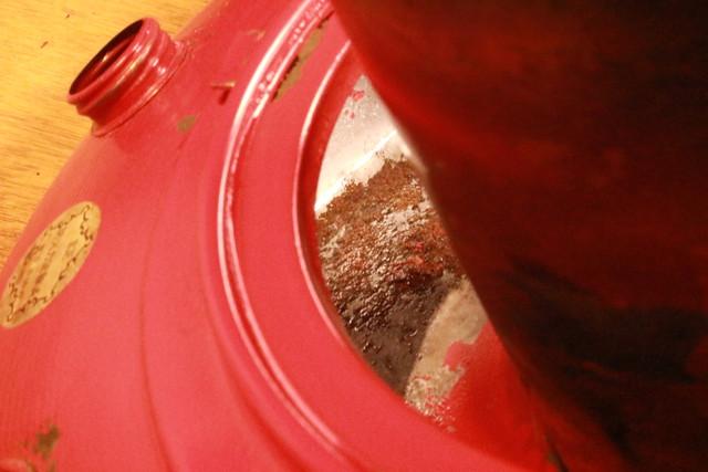 サンエム養蚕ストーブのレストア中のタンクの錆