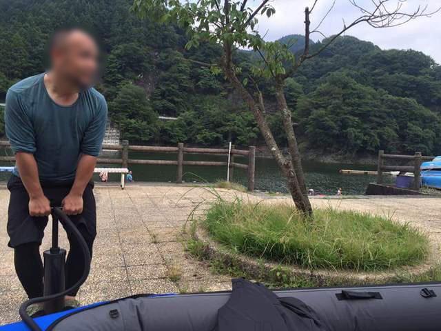 丹沢湖で初めての湖カヤックをやる為にカヤックを組み立てる