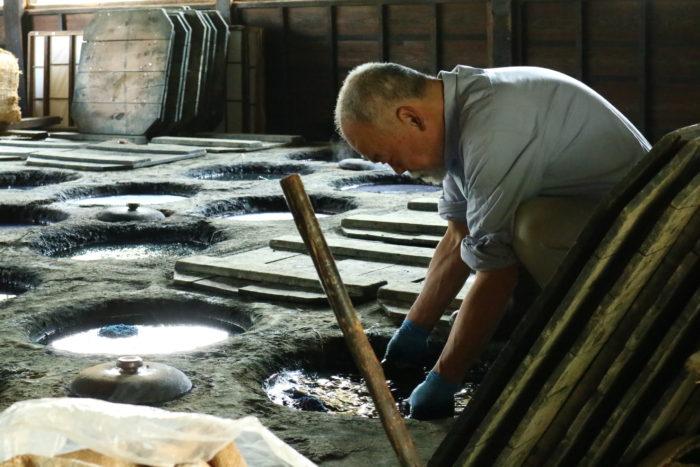 『日下田藍染工房』の藍染、職人さん