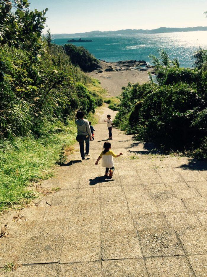 大房岬キャンプ場の海へ