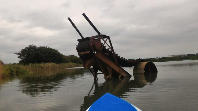 猿ヶ島辺りの相模川の溜まり(磯部の堰)をカヤックで探検で発見した古い機械