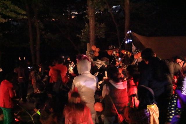 赤城オートキャンプ場の2016ハロウィンフェスタの夜のパレード