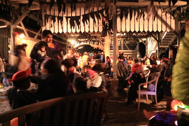 赤城オートキャンプ場の2016ハロウィンフェスタの夜のビンゴ大会