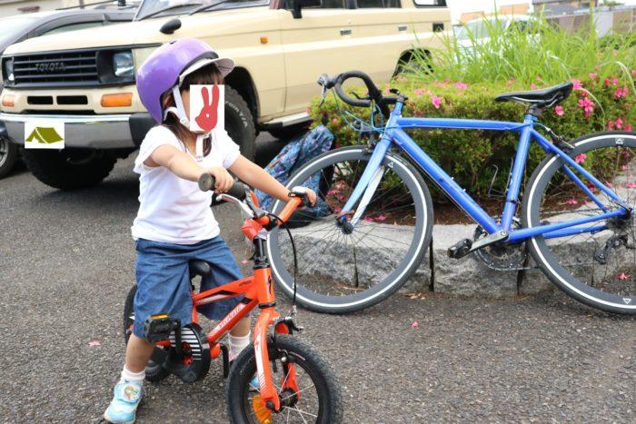 芹沢公園の駐車場で自転車の準備