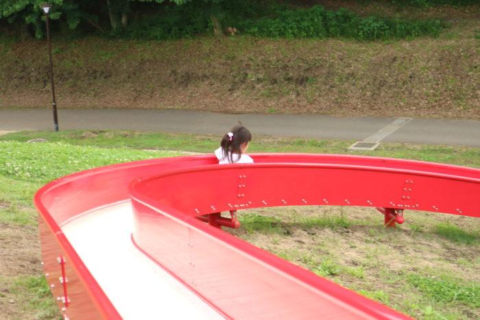 芹沢公園のロング滑り台