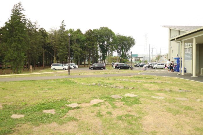 芹沢公園の駐車場