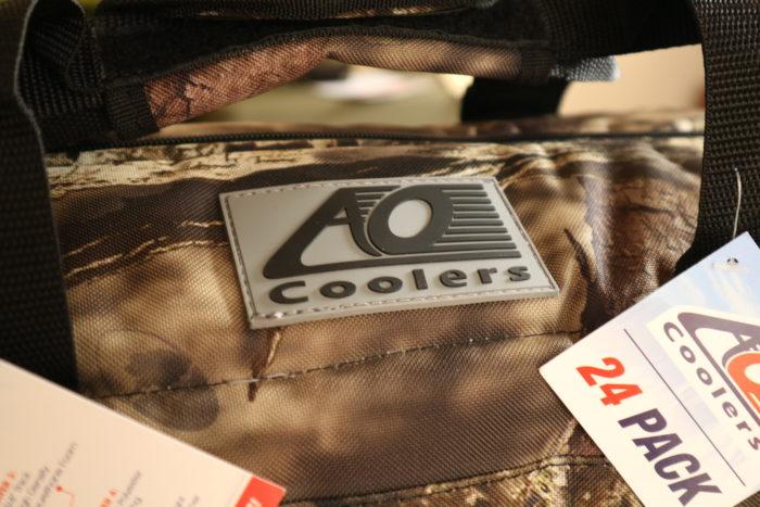 AO Coolers(クーラーズ)のHunter Series(ハンターシリーズ)の24 Pack Mossy Oak Cooler(24パック モッシーオーククーラー)のロゴ