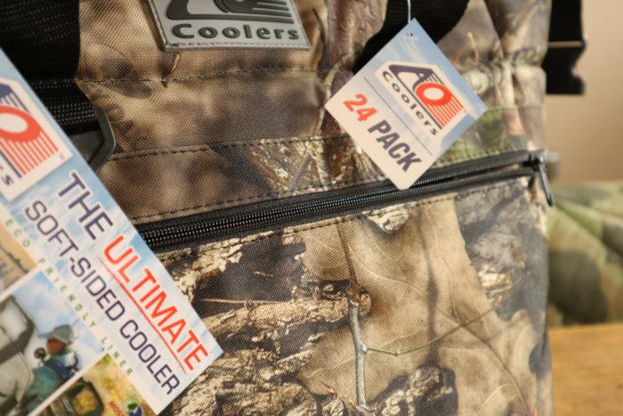 AO Coolers(クーラーズ)のHunter Series(ハンターシリーズ)の24 Pack Mossy Oak Cooler(24パック モッシーオーククーラー)のサイドジッパー