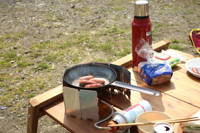 デイキャンプにてBULIN(歩林) BL100-B3を使ってソーセージを焼く