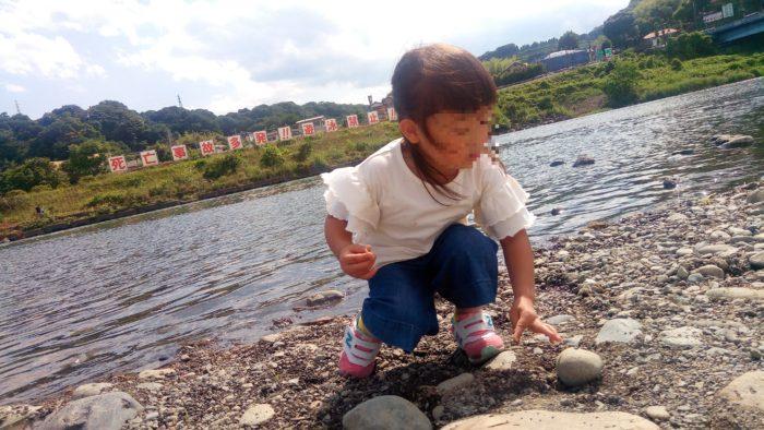 高田橋の相模川河川敷でBBQの時に水遊び