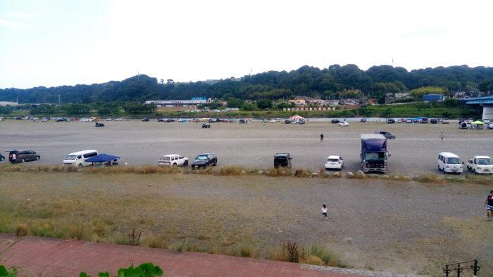高田橋の相模川河川敷でBBQの雰囲気