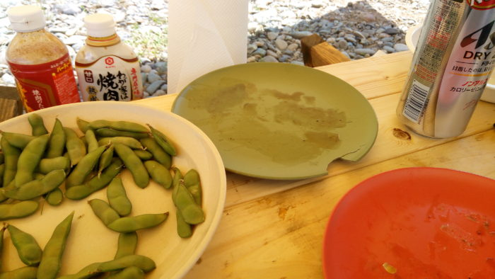 高田橋の相模川河川敷でBBQでお皿が割れちゃった。
