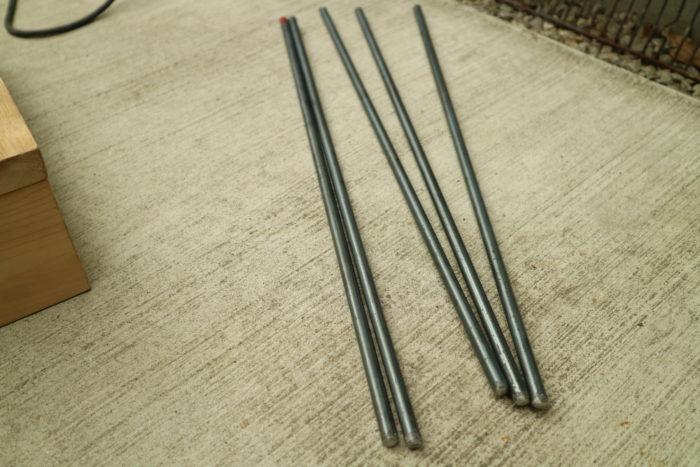 アイアンウッドテーブル用の丸鋼にネジを切る