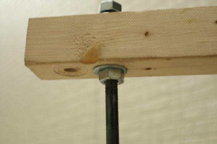 アイアンウッドテーブル用の丸鋼に足を組付けてみる