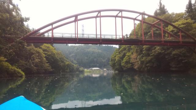 群馬県の四万湖でカヤック。コバルトブルーがとても綺麗!途中の橋