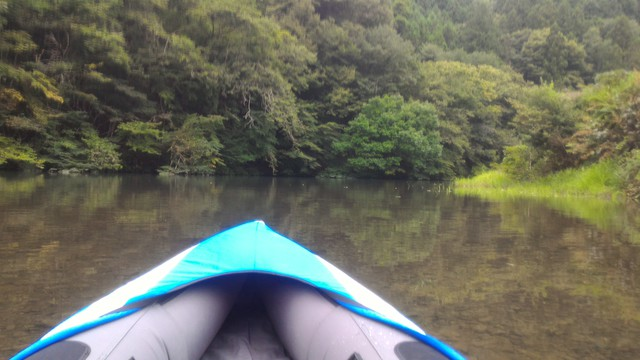 群馬県の四万湖でカヤック。コバルトブルーがとても綺麗!